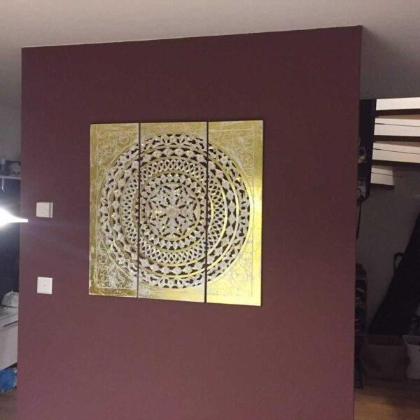 Farbige Wand mit Motiv fertig