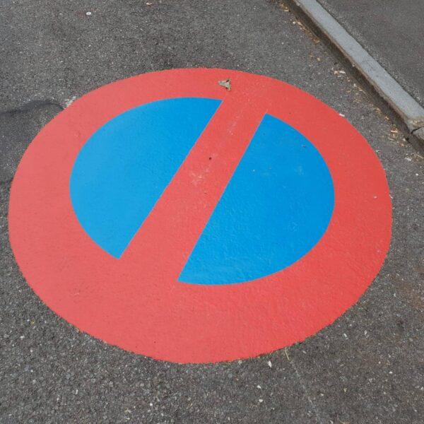 Bodenmarkierung Parkverbot Schild